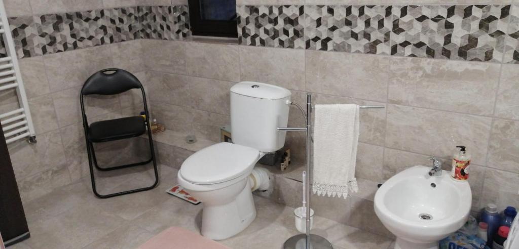 A bathroom at Casa Mirela