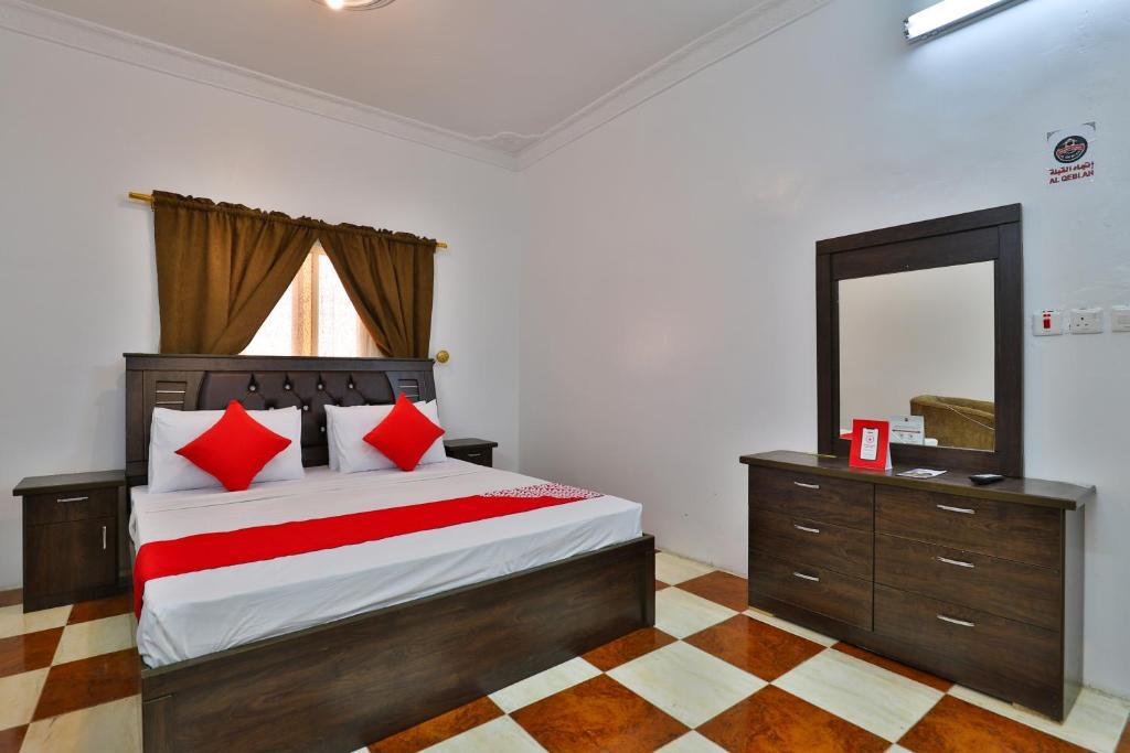 Cama ou camas em um quarto em Al Tamayoz Furnished Units