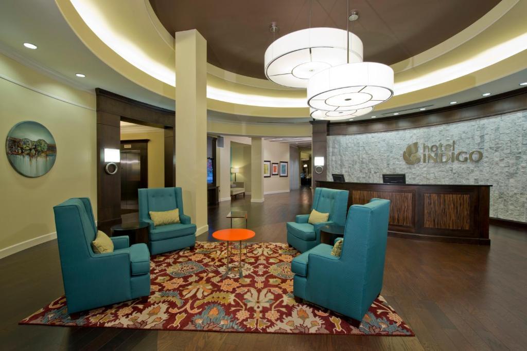 The lobby or reception area at Hotel Indigo Atlanta Airport College Park, an IHG Hotel
