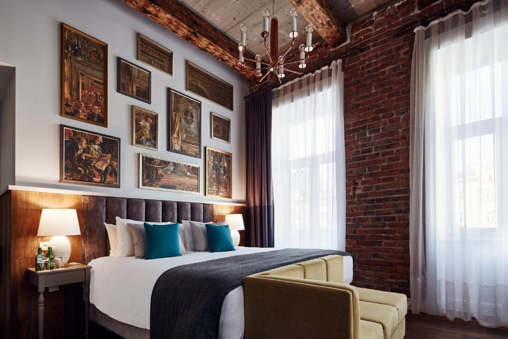 Posteľ alebo postele v izbe v ubytovaní Hotel Indigo Krakow - Old Town, an IHG Hotel