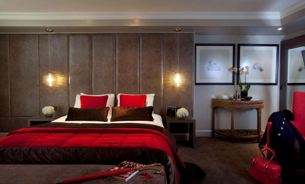 A bed or beds in a room at Radisson Blu Edwardian Bloomsbury Street Hotel, London