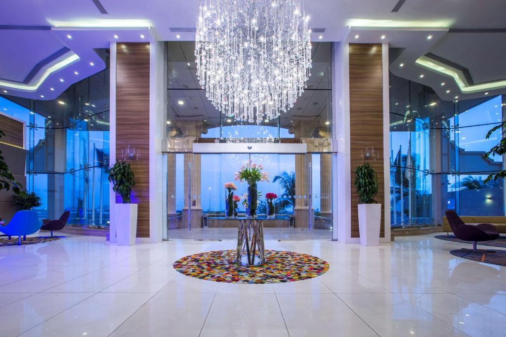 O saguão ou recepção de Radisson Blu Plaza Jeddah