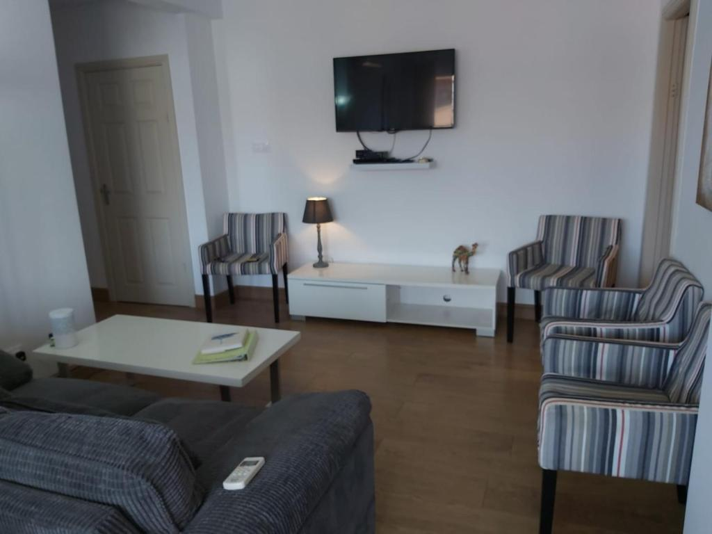 L Ancora Beach Apartment