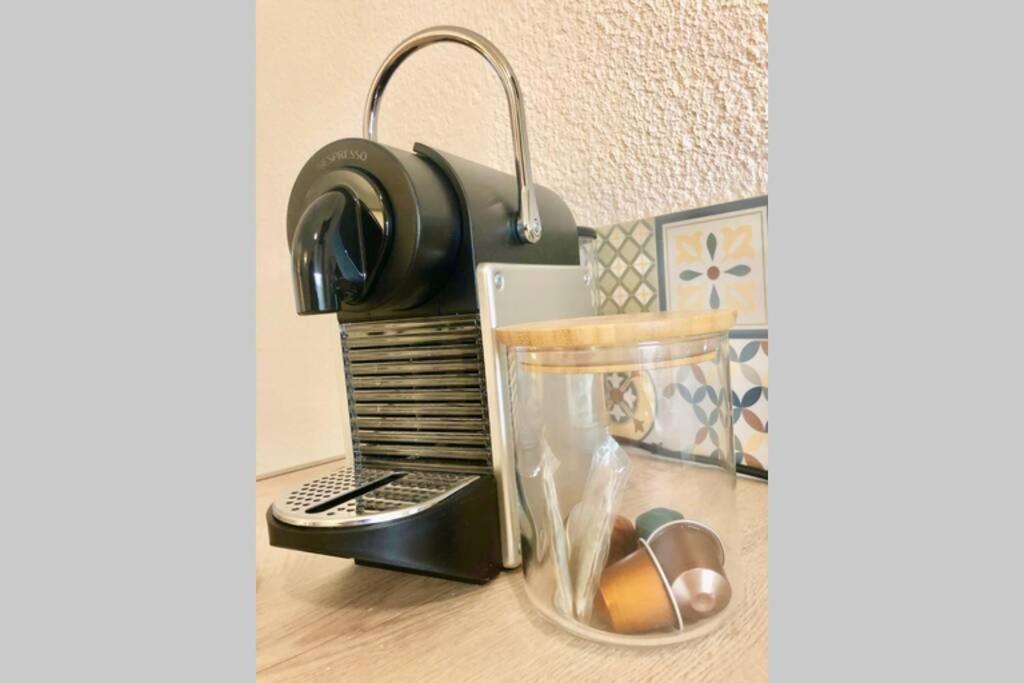 A kitchen or kitchenette at Charmant studio Prado Périer proche des plages