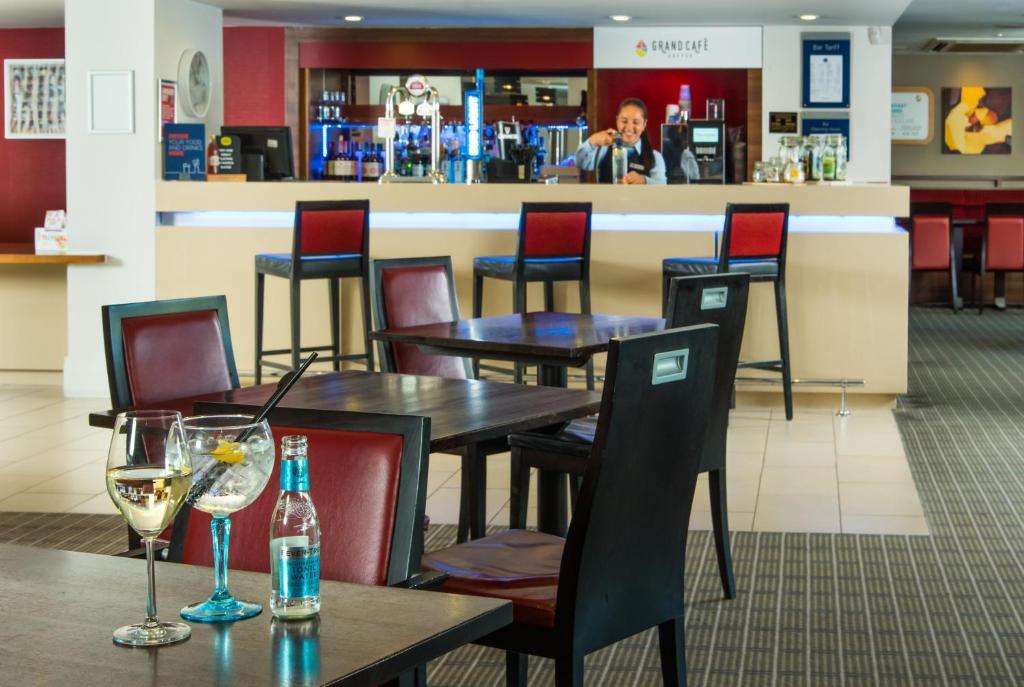 Holiday Inn Express MILTON KEYNES - Laterooms