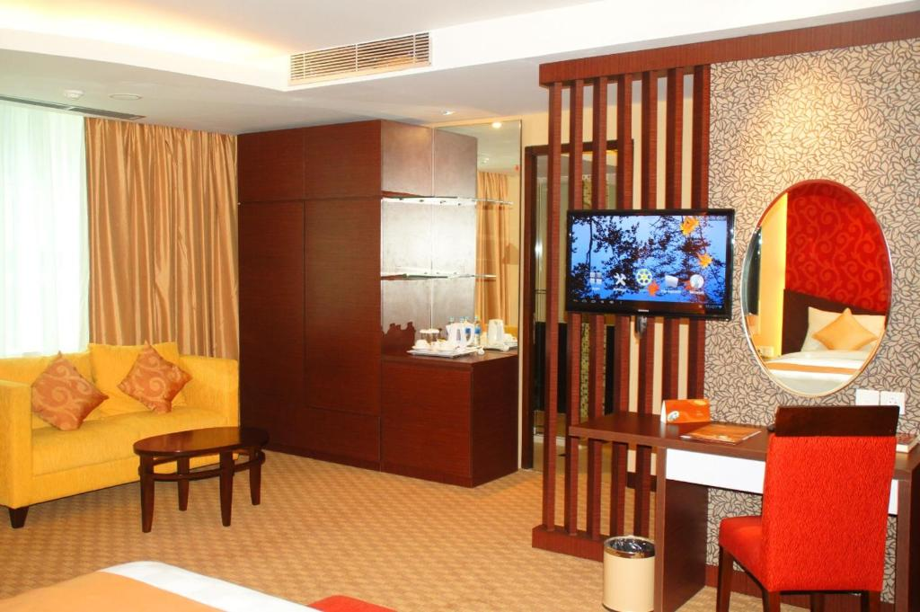 A television and/or entertainment center at Balairung Hotel Jakarta