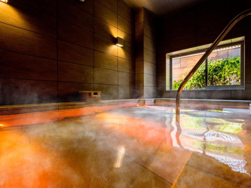 The swimming pool at or close to Super Hotel Premier Musashi Kosugi Ekimae