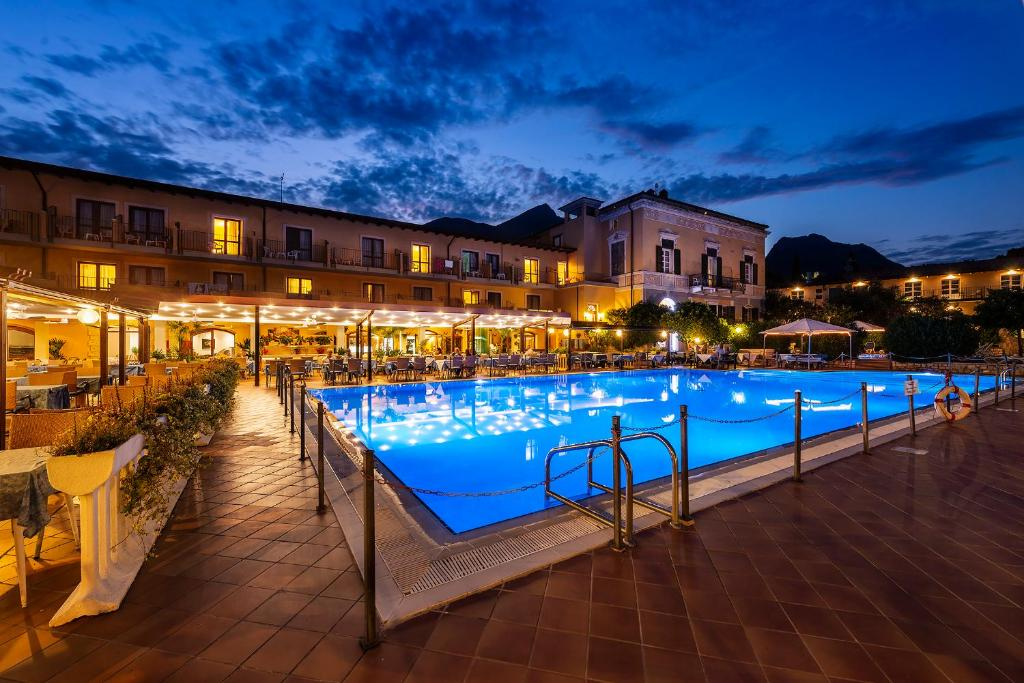 The swimming pool at or close to Hotel Antico Monastero