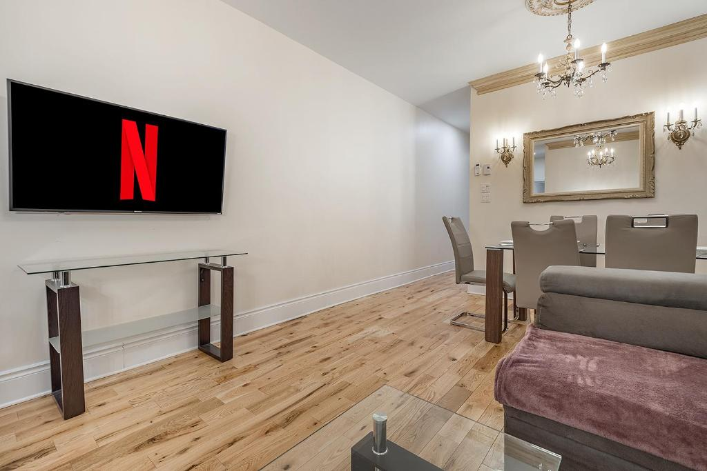 Luxury 3 Bedroom Apartment In Montreal Canada Booking Com