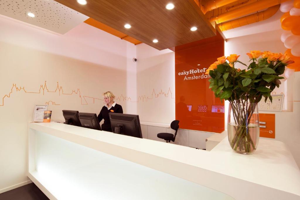 Predvorje ili recepcija u objektu easyHotel Amsterdam City Centre South