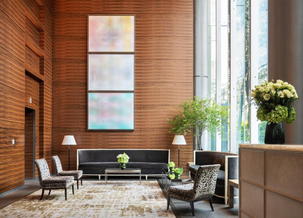 A seating area at Four Seasons Hotel Tokyo at Marunouchi