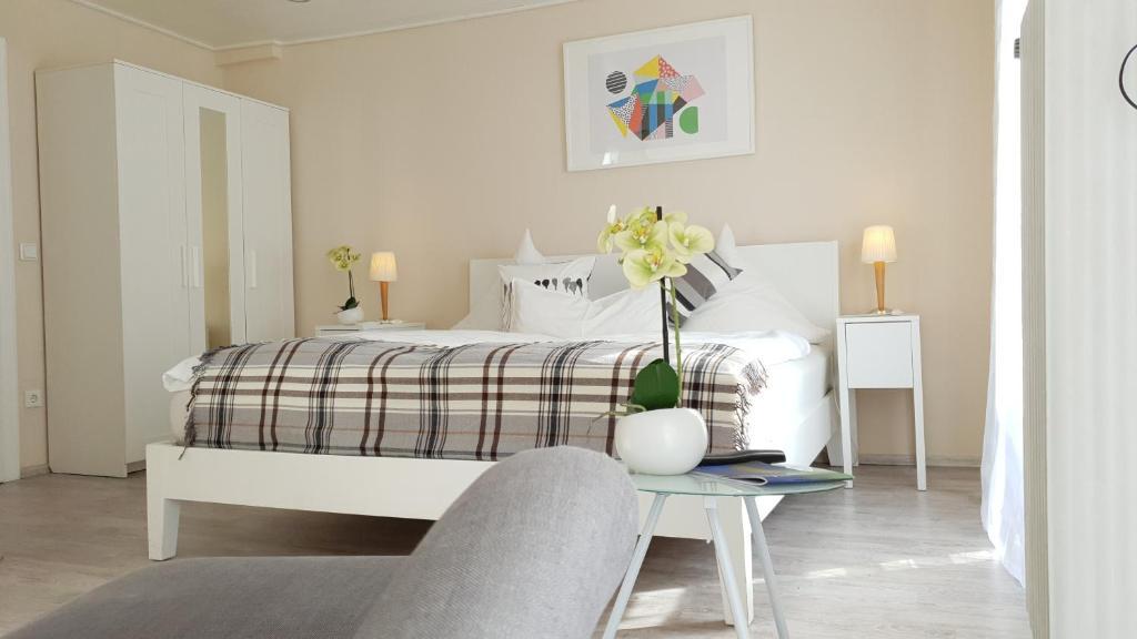 Ein Bett oder Betten in einem Zimmer der Unterkunft Gästehaus am Sonnenhügel