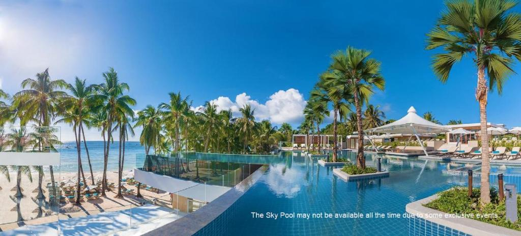 The swimming pool at or close to Henann Crystal Sands Resort
