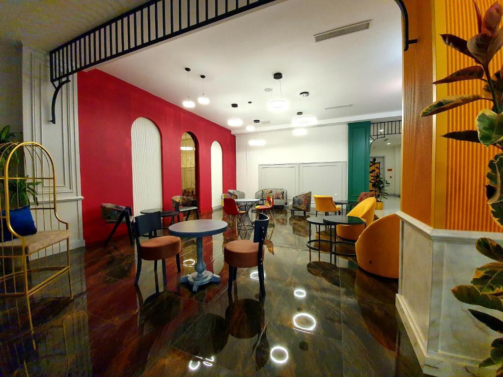 Porto Hotel Baku tesisinde bir restoran veya yemek mekanı