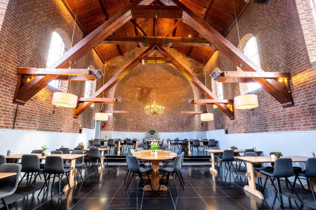 Een restaurant of ander eetgelegenheid bij Hotel De Reiskoffer
