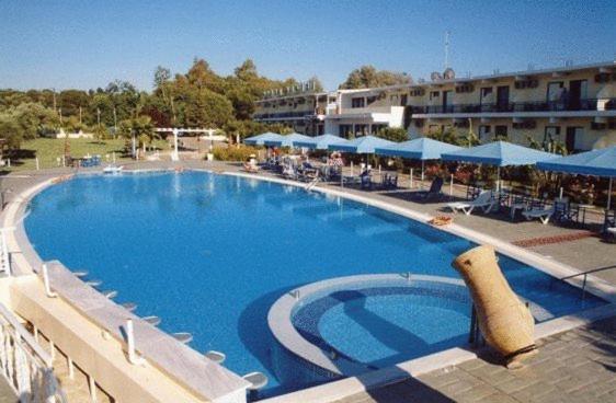 Πισίνα στο ή κοντά στο Ξενοδοχείο Λίντζι