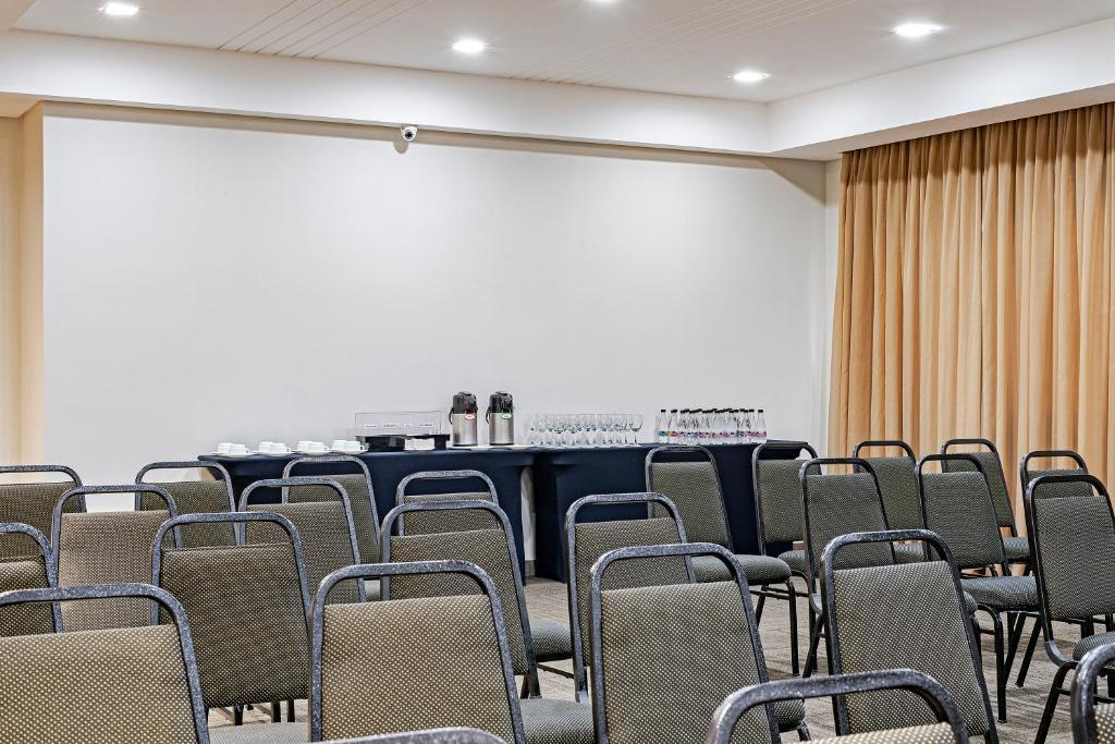 Área de negócios e/ou sala de conferências em Slim Curitiba Av. das Torres by Slaviero Hotéis