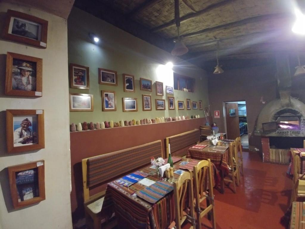 A restaurant or other place to eat at Homestay Pachamama