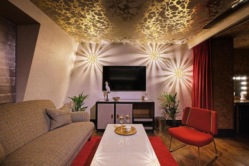 A television and/or entertainment centre at Megaro Hotel