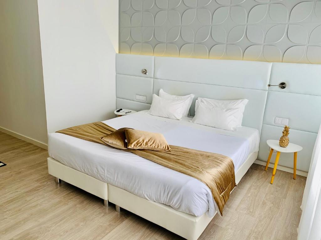 A bed or beds in a room at Urban Azores