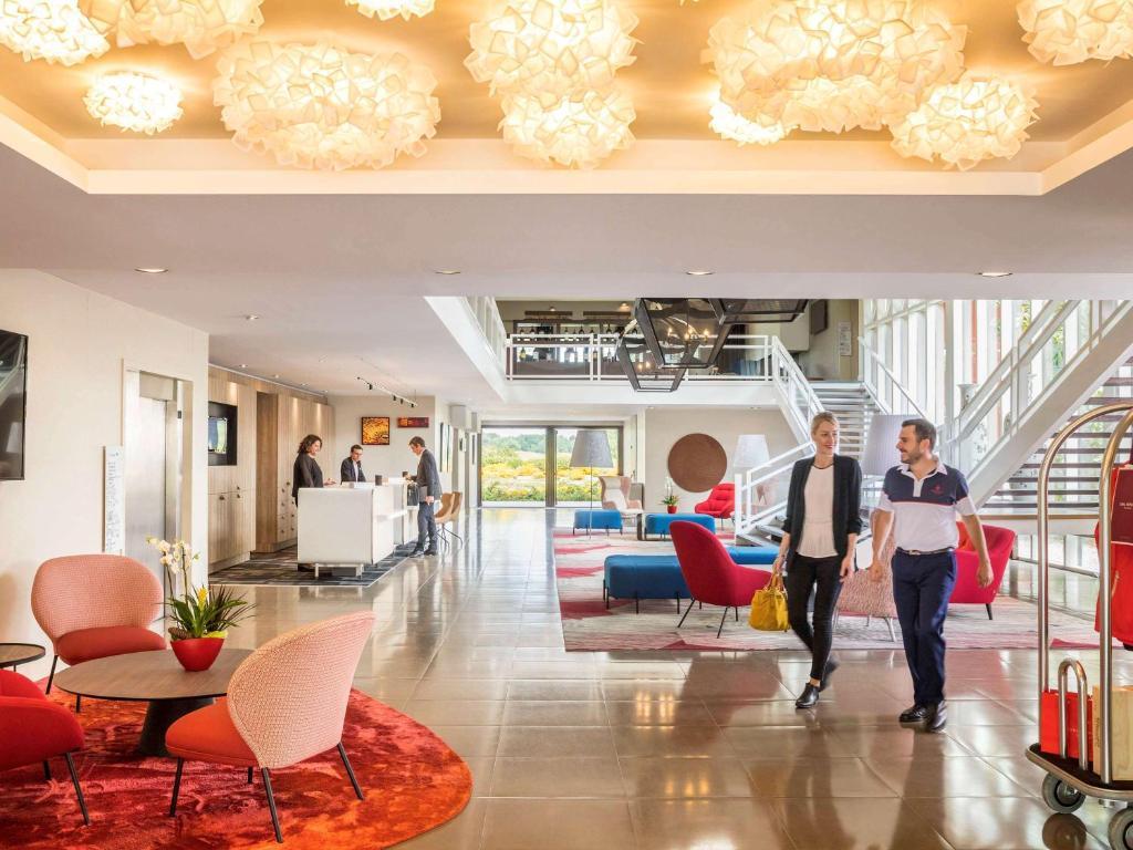 The lobby or reception area at Golf du Médoc Resort Bordeaux - MGallery