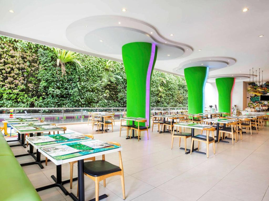 A restaurant or other place to eat at Ibis Styles Malang