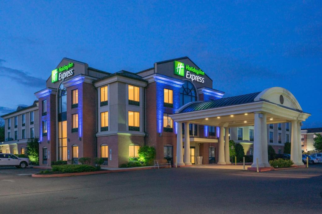 Holiday Inn Express and Suites - Quakertown, an IHG Hotel