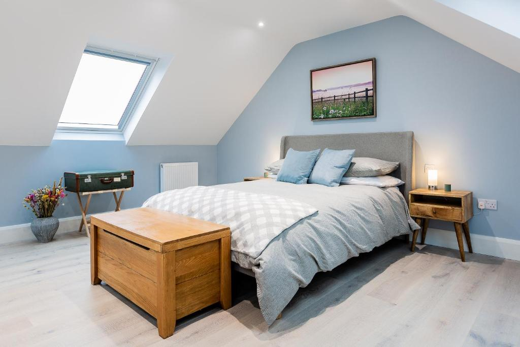 A bed or beds in a room at Rothbury Hideaway