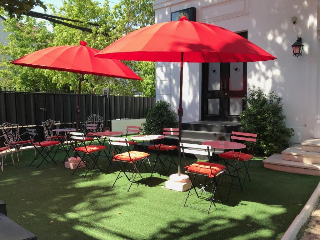 Um restaurante ou outro lugar para comer em Quiral Hotel Boutique