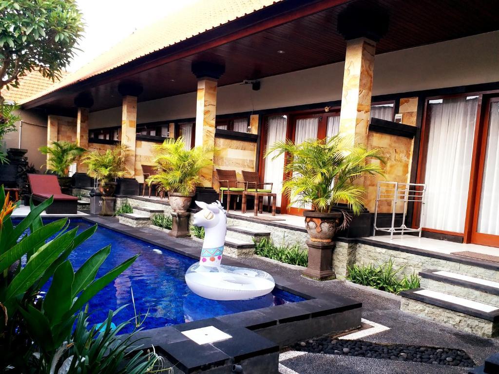 The swimming pool at or close to Kamboja Homestay