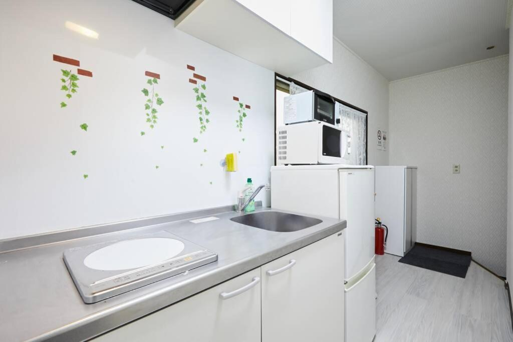 A kitchen or kitchenette at Yokohama Hisui 2F