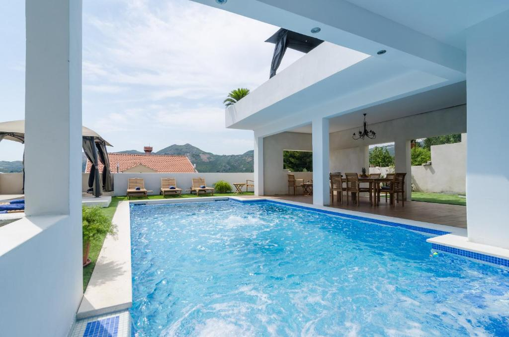 The swimming pool at or close to Villa Luciana Residence
