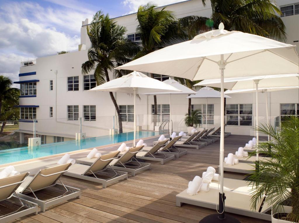 Het zwembad bij of vlak bij Hotel Breakwater South Beach