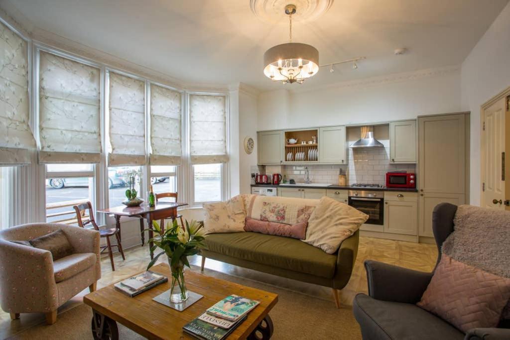 Spacious Apartment Close To Gloucester Quays And Docks
