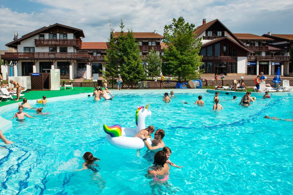 The swimming pool at or close to Sport Park Volen