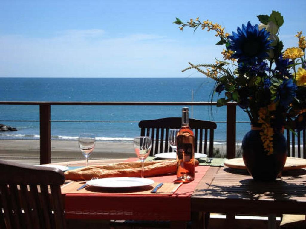 A restaurant or other place to eat at Le Grand Large Bord de Mer Hotel & Appartements