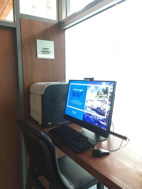 Бизнес-центр и/или конференц-зал в Embassy Suites by Hilton - Montreal
