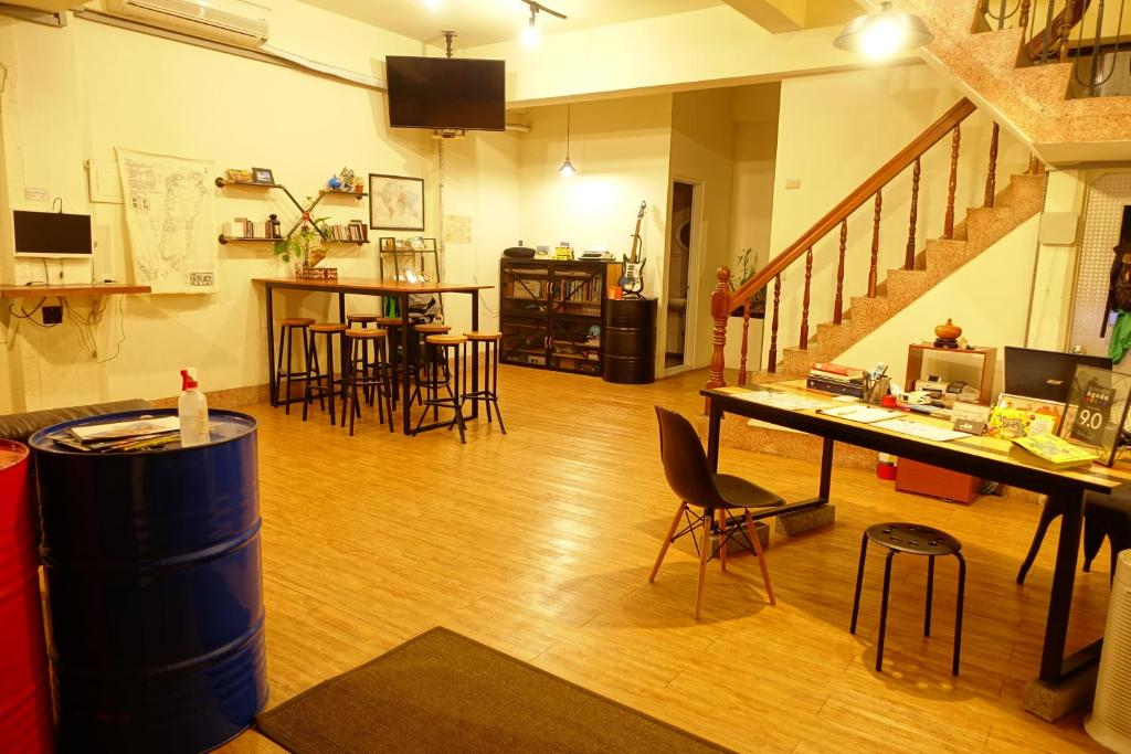 A restaurant or other place to eat at Petite Hostel