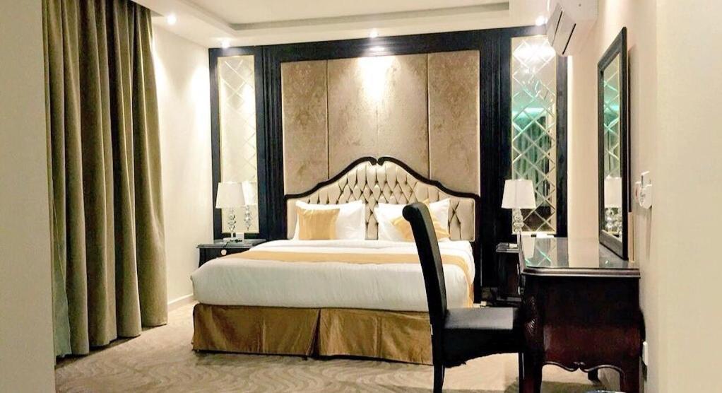 Cama ou camas em um quarto em Al Sharq Hotel