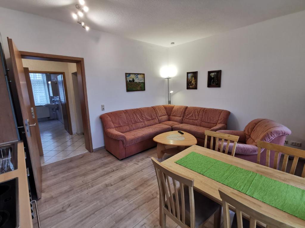 """Ein Sitzbereich in der Unterkunft Ferienwohnung """"Zur Kleinbahn"""""""