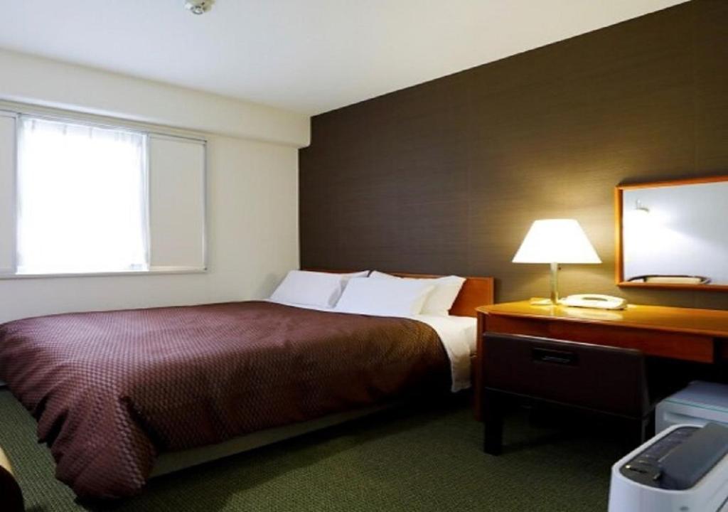 A bed or beds in a room at Kawasaki Daiichi Hotel Musashi Shinjo / Vacation STAY 76576