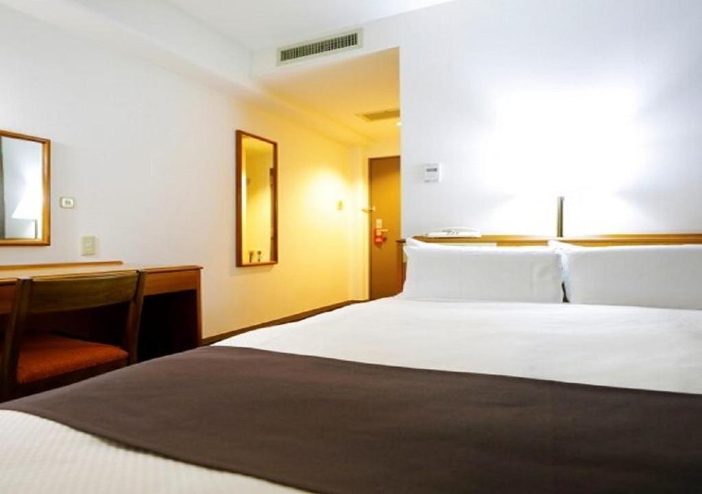 A bed or beds in a room at Kawasaki Daiichi Hotel Musashi Shinjo / Vacation STAY 76567