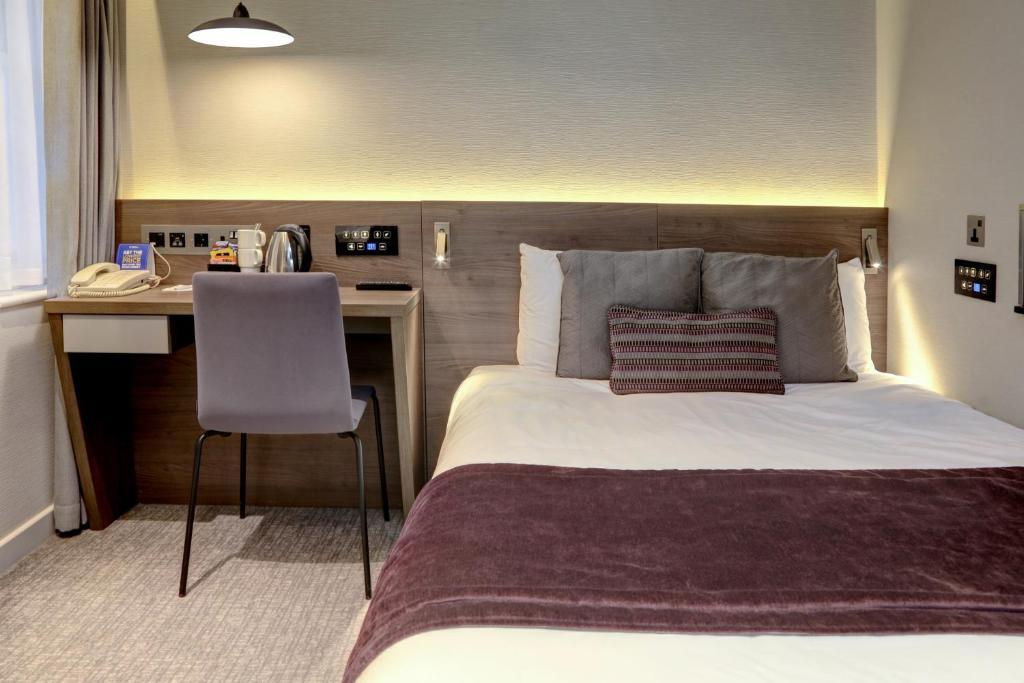 Letto o letti in una camera di BEST WESTERN PLUS Delmere Hotel