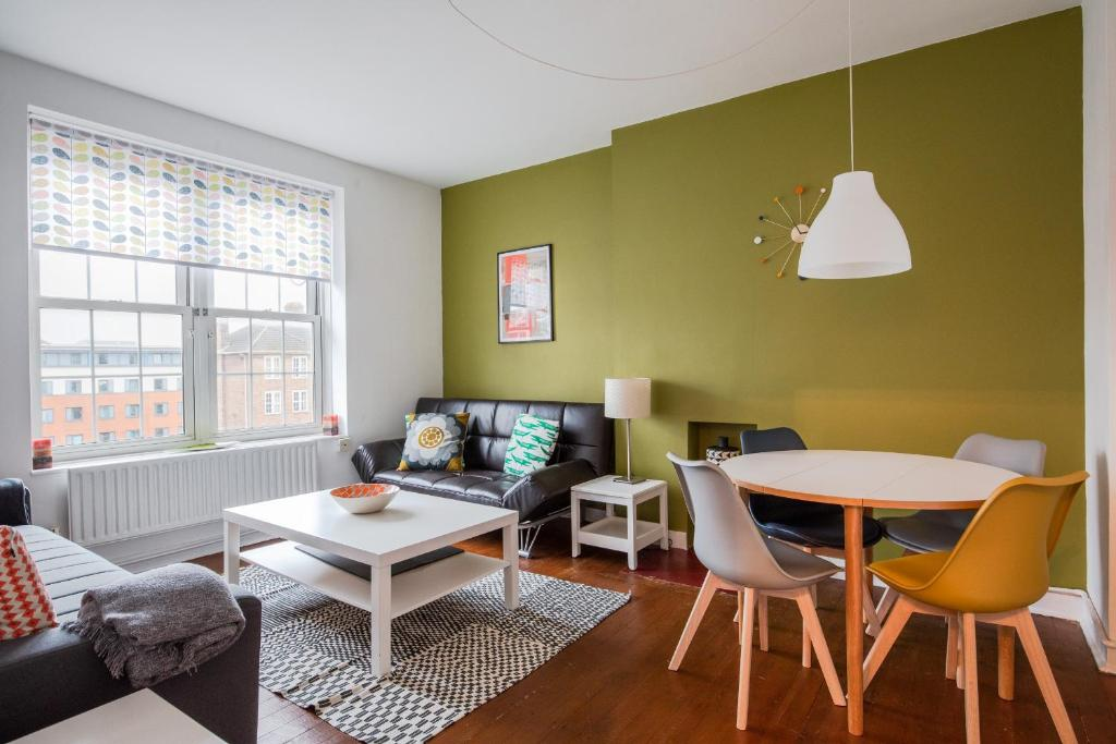 Modern 3 Bed Flat In Greenwich Near The River Thames For 6 People