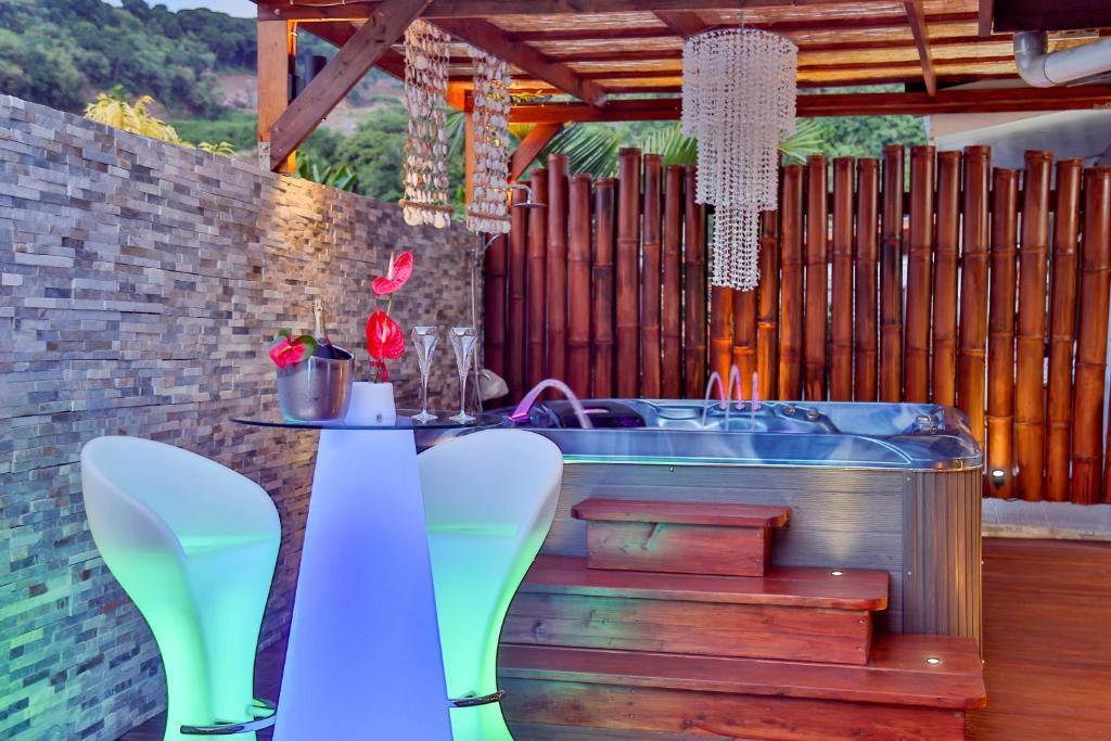 A piscina localizada em FARE ANAPA GUESTHOUSe ou nos arredores