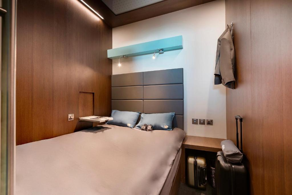 A bed or beds in a room at sleep 'n fly Sleep Lounge – Dubai Airport, A-Gates (Terminal 3)