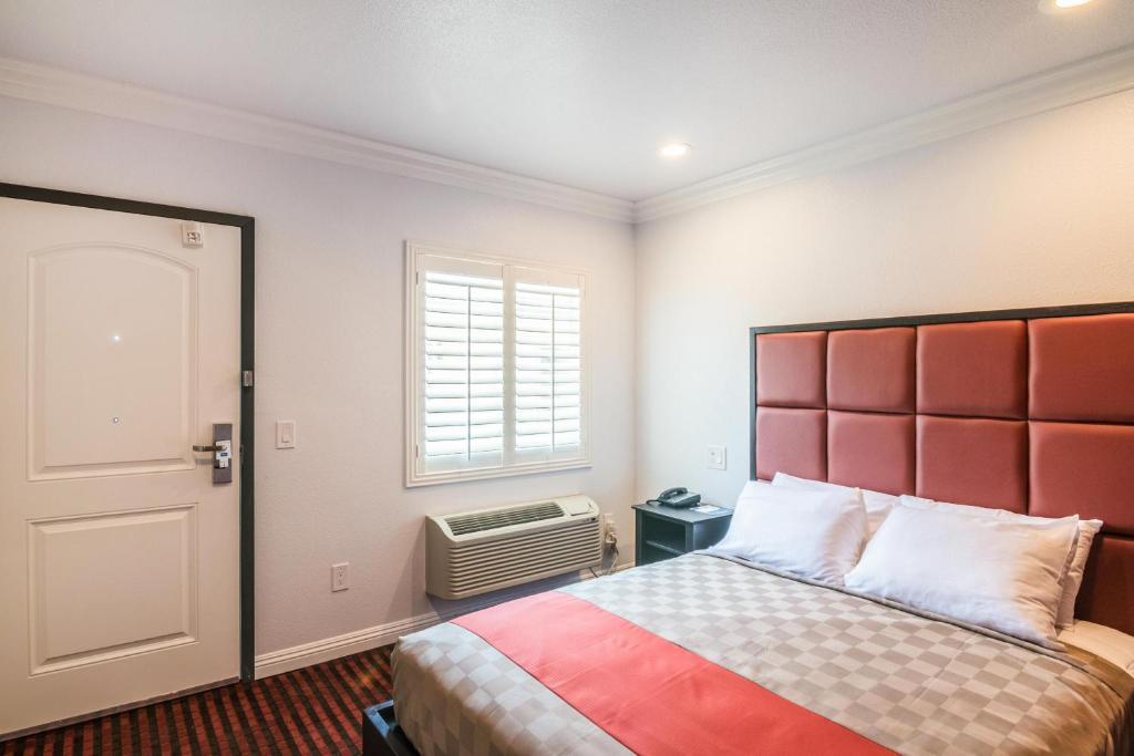 A room at the El Dorado Inn.