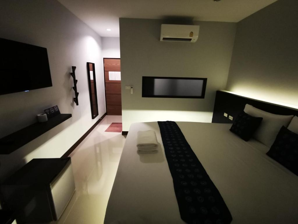 A television and/or entertainment centre at Skyline Resort