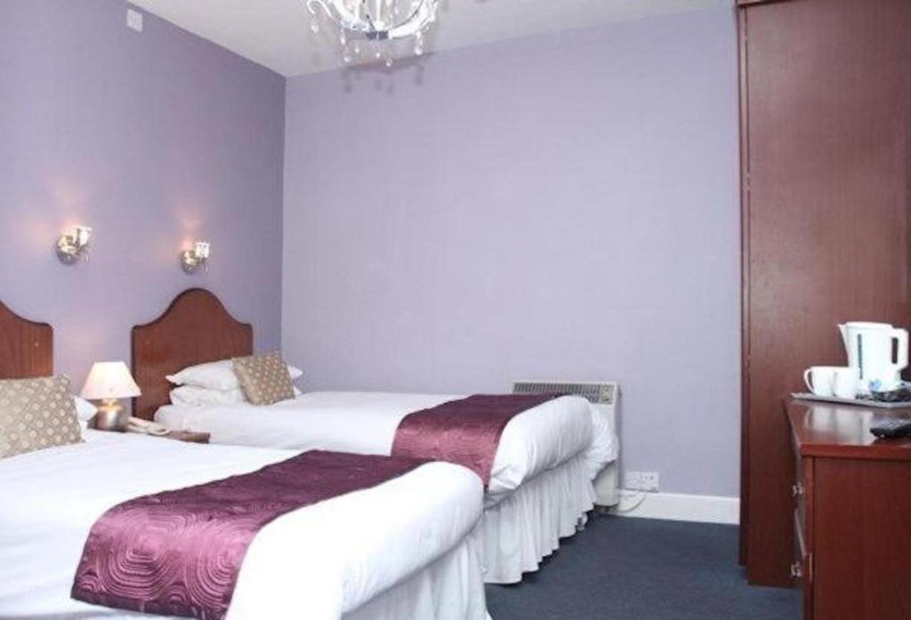 The Embassy Hotel - Laterooms