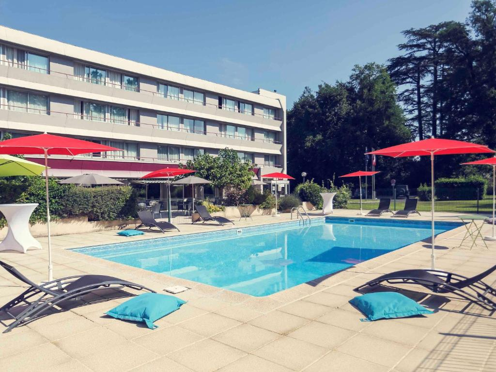 The swimming pool at or near Mercure Brive
